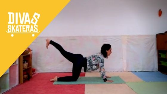 Kali Ananda faz videos para fazer yoga